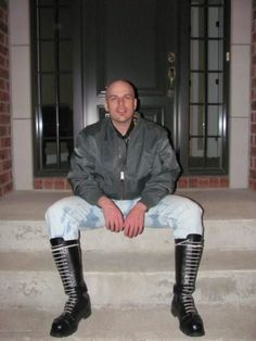 Dirty in Rubberboots Mode Skinhead, Skinhead Men, Skinhead Boots, Zerfetzte Jeans, Fred Perry Polo Shirts, Skin Head, Leather Skin, Bomber Jacket Men, Fashion Images