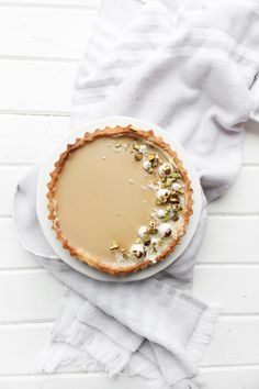 Earl Grey Panna Cotta Tart - smooth and creamy earl grey infused panna cotta set into a pate sucree crust brushed with white chocolate Earl Grey Cookies, Earl Grey Cake, Earl Grey Tea, Easy Snacks, Easy Desserts, Delicious Desserts, Dessert Recipes, Yummy Food, Healthy Recipes