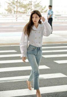 K-pop Fashion - Blackpink Jennie Inspired Blackpink Jennie, Blackpink Outfits, Casual Outfits, Fashion Outfits, School Outfits, Work Outfits, Blackpink Airport Fashion, Airport Style, Blackpink Fashion