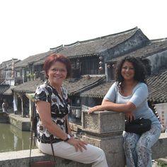 Dorothy Ouimette et Mercedes Becerra prennent une petite paus à Hangzhou en Chine Hangzhou, Shirt Dress, T Shirt, Instagram, Dresses, Fashion, Travel Agency, China, Tourism
