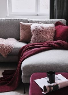 Darum haben wir unsere eigenen Möbel und Wohnaccessoires d… We love Interior! That's why we have our own furniture and home accessories d …, # own # have # loved Pin: 170 x 238 Cozy Living Rooms, Living Room Grey, Living Room Sofa, Home And Living, Living Room Decor, Interior Design Living Room, Living Room Designs, Salons Cosy, Ikea Sofa