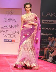 Indian Bridal Wear by Bhairavi Jaikishan Indian Bridal Wear, Indian Wedding Outfits, Pakistani Bridal, Indian Outfits, Indian Clothes, Indian Wear, Ethnic Fashion, Asian Fashion, Modern Fashion