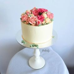 Buttercream Flowers, Floral Cake, Cake Decorating, Wreaths, Sweet, Desserts, Instagram, Food, Candy