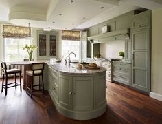 Fallowfield     Traditional English Country Kitchen  (From Davonport)