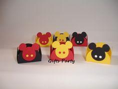 Lindas forminhas do Mickey para docinhos!  Confeccionadas em papel 180g.    Tamanho: 3,3cm x 3,3cm  No tamanho 4,4cm x 4,4cm o preço unitário é R$0,65    Pedido mínimo: 50 unidades.