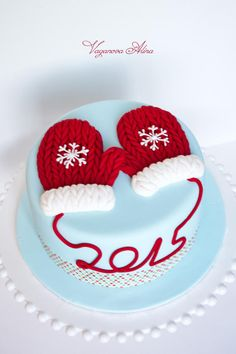 Christmas cake with mittens - Cake by Alina Vaganova(Winter Cake Ideas) Christmas Cake Designs, Christmas Cake Decorations, Christmas Cupcakes, Christmas Sweets, Holiday Cakes, Christmas Baking, Fondant Christmas Cake, Aqua Christmas, Xmas Cakes