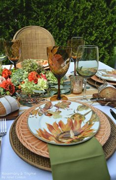 It's no surprise that autumn is one of my favorite seasons. A colorful season for casual gatherings, pleasant… Fall Table Settings, Thanksgiving Table Settings, Beautiful Table Settings, Place Settings, Autumn Table, Deco Table, Decoration Table, Tablescapes, Fall Decor