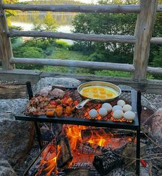 Bushcraft Camping, Camping Survival, Outdoor Survival, Camping Meals, Camping Hacks, Survival Prepping, Survival Gear, Camping Cooking, Camping Crafts