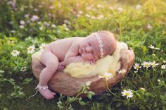 newborn photography, newborn pictures, outdoor newborn pictures, newborn poses, newborn styling, ooh ooh darling photography, beyond the wanderlust, inspirational photography blog