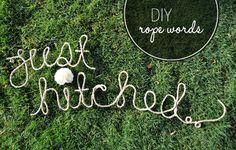 DIY: PALABRAS ATADAS  Lo podéis utilizar como adorno de las sillas de los novios colgando sus iniciales o colocando el típico 'Mr – Mrs', para decorar la base de vuestro pastel de bodas, en la numeración de las mesas...  Más en http://www.unabodaoriginal.es/blog/donde-como-y-cuando/decoracion/diy-palabras-atadas