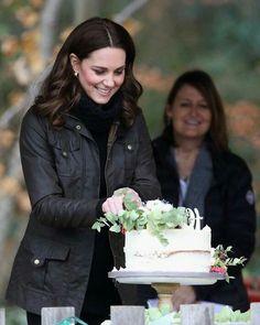 Kate Middleton Hats, Princess Kate Middleton, Royal Uk, Royal Life, Duchess Kate, Duchess Of Cambridge, Princess Of Wales, Celebrity Style, Celebrities