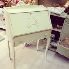 Autentico antique white and ruby @ French grey tales desk