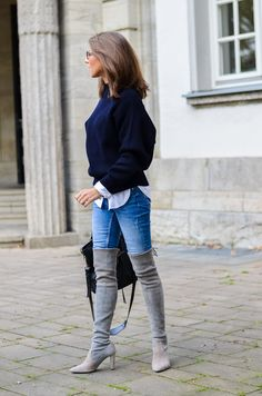 OUTFIT OVERKNEE BOOTS X BLUE JEANS - I was wearing a dark blue oversized sweater from Zara , a white shirt , blue skinny jeans , Stuart Weitzman over the knee boots , Gucci glasses and my Balenciaga bag