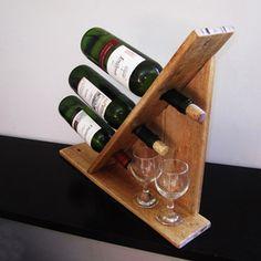 Suporte para três vinhos.                                                                                                                                                                                 Mais