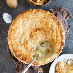 Chicken Leek and Mushroom Pie. The ultimate British comfort food Chicken Leek and Mushroom Pie! Chicken And Mushroom Pie, Creamy Chicken Pie, Mushroom Cake, Chicken Mushrooms, Snacks, Ground Beef Recipes, Chicken Recipes, Meat Pie Recipes, Turkey Chicken