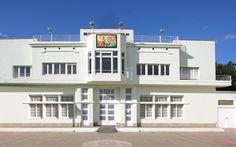 Patronat La Catequística - La Cate, Espai Cultural, Figueres. Detall de la façana.