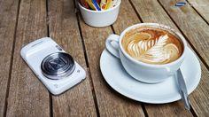 Ai momenti gezueshem kur ta bejne makiaton me lule. Samsung Camera, Sweet Home, Phone Cases, Tableware, Tech, Products, Dinnerware, House Beautiful, Tablewares