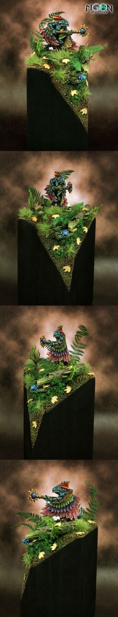 Lizardmen Skink Priest with Feathered Cloak on Jungle Base
