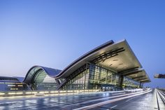 Hamad International Airport Passenger Terminal Complex / HOK Completed in 600000 in Doha Qatar. Images by Tim Griffith Architecture Wallpaper, Concept Architecture, Architecture Design, Amazing Architecture, Hamad International Airport, Richard Rogers, Building Silhouette, Airport Design, National Airlines