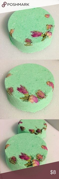 Spring Bath Bomb Smells like key lime pie! Scented with key lime fragrance and citrusy bergamot essential oil. Beautiful vegan cruelty free spring green mica color in a fun disc shape. Handcrafted with organic extra virgin coconut oil and pink rose buds imported from Greece. Bundle to save! This item can also be purchased through my Etsy shop Aqua Oasis Bath and Body. Also, if you'd like, please follow my page on Instagram. About the size of a tennis ball. Just place in water and relax…
