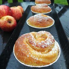 Fylte epleboller! – H J E M M E L A G A Doughnut, Food And Drink, Baking, Yum Yum, Bakken, Backen, Sweets, Pastries, Roast