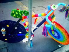 A blog entry with different yarn bombed bikes