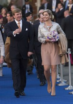 The queen in Antwerp. Click on the image to see more looks.
