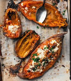 This is a real cross cultural healthy sweet potato recipe that we tried while we lived in Paris. Sweet potatoes grated with chevré (french goat cheese). Sweet Potato Recipes Healthy, Veggie Recipes, Cooking Recipes, Healthy Recipes, Delicious Recipes, Paleo, Easy Meals, Food And Drink, Potatoes