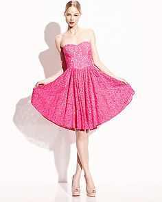 STRAPLESS ASYMMETRIC LACE DRESS FUCHSIA