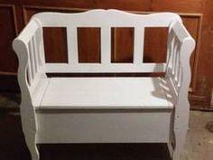 Biała ławka ze skrzynią