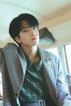 younghoon (the boyz) Banda Kpop, Hyun Jae, Boy Idols, Fun Songs, K Idol, Asian Boys, Kpop Boy, Good Looking Men, Boyfriend Material