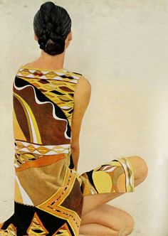 L'officiel 1965 Emilio Pucci dress ./ like a work of ART !!! Wow. Its' a painting to me, but it's a photo. fabulous beyond