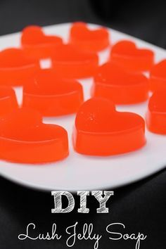 DIY Jelly Soap DIY Lush Jelly Soap - you could use a DIY body gel to make this recipe more natural - that's what I plan to do.