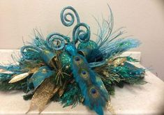 Peacock And Gold Peacock Christmas Decorations, Centerpiece Christmas, Peacock Christmas Tree, Turquoise Christmas, Christmas Arrangements, Christmas Themes, Christmas Fun, Floral Arrangements, Peacock Wreath