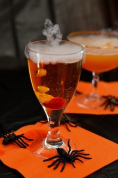 Give your Halloween party some extra fun with these spooky Halloween drinks featuring dry ice. These cocktail recipes are both fun and delicious. Happy Halloween, Halloween Food For Party, Disney Halloween, Spooky Halloween, Halloween Treats, Halloween Decorations, Halloween Costumes, Fireball Recipes, Drinks Alcohol Recipes