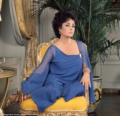 Now it's Helena's turn to play Elizabeth Taylor… but will she do a better job than LiLo? Classic Actresses, British Actresses, Beautiful Actresses, Beautiful Celebrities, Hollywood, Elizabeth Taylor Schmuck, Lady Elizabeth, Helena Bonham Carter, Child Actresses