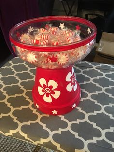 So easy to make. Got a plastic bowl from the Dollar Store, glued it to a painted 6 in clay pot. Put red parachute cord around the rim. Clay Pot Projects, Clay Pot Crafts, Cute Crafts, Creative Crafts, Holiday Crafts, Clay Flower Pots, Flower Pot Crafts, Painted Clay Pots, Painted Flower Pots
