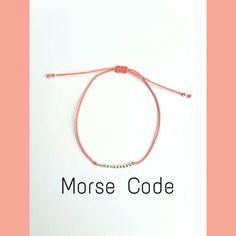 Message de bracelet de secret le code Morse. En argent