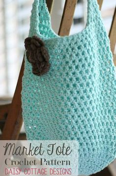 Crochet Handbags Free Market Tote Crochet Pattern - Daisy Cottage Designs - This adorable free market tote crochet pattern is perfect for taking to the farmer's market or grocery store. This crochet shopping tote pattern is quick and easy! Crochet Diy, Bag Crochet, Crochet Market Bag, Crochet Shell Stitch, Crochet Gratis, All Free Crochet, Crochet Purses, Learn To Crochet, Popular Crochet