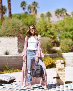 Bye Palm Desert! Now I'm heading back to LA! | Wearing @revolve! Tchau Palm Desert! Hora de seguir para LA! #thastyle #BTviaja #ootd #REVOLVEfestival | A capa é @revolve! @rhaiffe by thassianaves