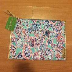 BNWT Lilly Pulitzer Zip Pouch Adorable BNWT Shell Me About It print Lilly Pulitzer canvas clutch. In bright turquoise, pink, blue and gold detailing, this is adorable to add a pop of pattern to a simple outfit or keep your things together in a larger bag for travel. Lilly Pulitzer Bags Clutches & Wristlets