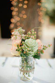 Bloemen als decoratie voor je bruiloft, goedkope oplossing in zo'n lege jampot