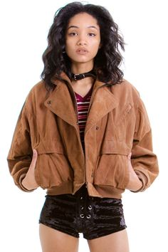 ItemVintage 80's Come Fly With Me Bomber DetailsGorgeous brown leather bomber jacket! Ribbed hem and cuffs, zip front, double collar,...