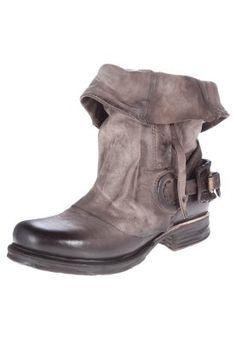 Cowboy/Biker boots - grey by Airstep