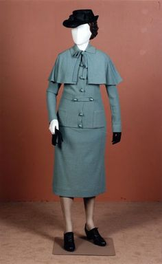Circa 1935 suit with cape. The suit's not bad, but I LOVE the cape! If only they were in style... *sigh*