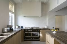 La Cornue cooker / Oak cabinets / 'Hollandse witjes' (tiles)