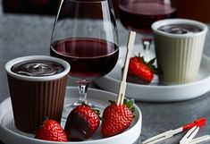 Melt in bain marie 1 cup dark chocolate. mix together 30 ml powder sugar and 30 ml Malibu (or spice rum). Add to melted chocolate. Add in coconut milk. Melting Chocolate, Chocolate Fondue, Chocolate Mix, Menu, Spiced Rum, Coconut Rum, Sweet Recipes, Red Wine, Alcoholic Drinks