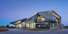 The exterior of the ER features zinc panels with an integrated lighting system.
