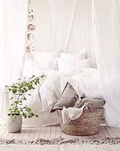 Today's room inspiration  I've had my eye on @parachutehome linen bedding...so beautiful & elegant!