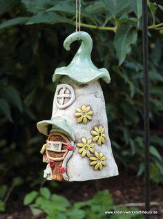 Keramik-Insektenhotel zur biologischen Schädlingsbekämpfung im Garten. © Kreativwerkstatt-Fleury www.fleury.de